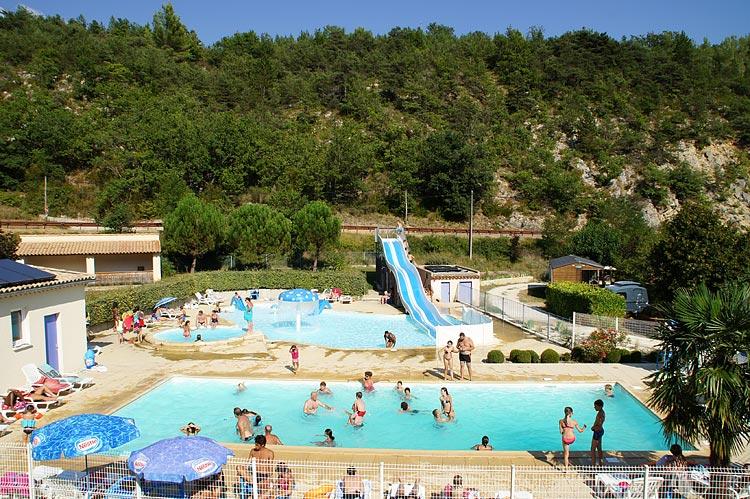 Waterpartij recreatie camping en mobilhomes in het land for Camping nyons piscine